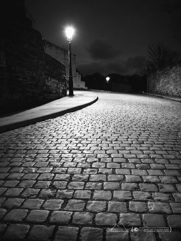 More cobbles and streetlamps :)